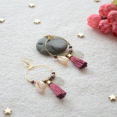 boucles d'oreilles grenat bordeaux en pierres et coquillages, bijou romantique et délicat