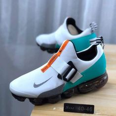 Vapormax Runners for Sale in Crownsville, MD - OfferUp Sneakers Box, Best Sneakers, Sneakers Fashion, Sneakers Nike, Buy Running Shoes, Nike Presents, How To Tie Shoes, Sports Footwear, Expensive Shoes