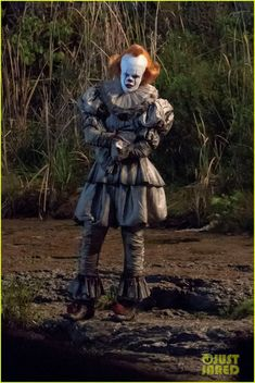 Bill Skarsgard Gets Into Character as Pennywise on 'It Set!: Photo Bill Skarsgard channels Pennywise the Clown while filming new scenes for It: Chapter Two! The actor was spotted on set on Monday (September in… Two Movies, It Movie Cast, Scary Movies, Horror Movies, Horror Villains, Foto Tokyo Ghoul, Bill Skarsgard Pennywise, Ft Tumblr, It The Clown Movie