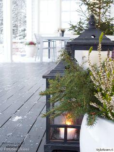 moderni,valkoinen,mustavalkoinen,lyhty,piha Christmas And New Year, Hygge, Table Decorations, Winter, Furniture, Home Decor, Winter Time, Decoration Home, Room Decor