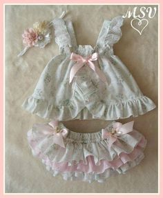 53 trendy Ideas for sewing baby doll clothes children Baby Outfits, Little Girl Dresses, Kids Outfits, Baby Dresses, Dress Girl, Baby Girl Fashion, Fashion Kids, Baby Bloomers, Baby Doll Clothes