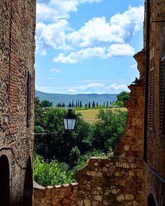 Passeggiando per Colle Val d'Elsa #collevaldelsa#toscana#toscana_in#italia#italy#toscana_amoremio#toscana_friends#vivo_italia#vivodiparticolari#click_italy#pov_italy#virtual_italy#volgoitalia#volgotoscana#bestitaliapics#besttoscanapics#top_italia_photo#visittoscana#visititalia#italia_super_pics#toscana_super_pics#italiainunoscatto#italia360gradi#italia_landscape#italia_da_scoprire#ig_italy#ig_toscana#ig_great_pics#yallerstoscana