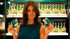 Como siempre Heineken y la Champions involucradas en una acción para llevar a personas al partido de fútbol. Esta vez hay algo, más: el número 9.