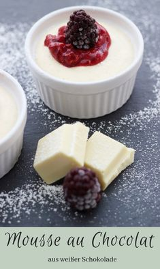 Food ABC: W - White Chocolate Mousse - The inspiring life- Food ABC: W – Weiße Mousse au Chocolat – The inspiring life White chocolate mousse with forest berry sauce Quick and easy from white chocolate au Chocolat - Dessert Party, Party Desserts, Fall Desserts, Dessert Recipes, Dessert Simple, Dessert Mousse, Rose Cookies, Berry Sauce, White Chocolate Mousse