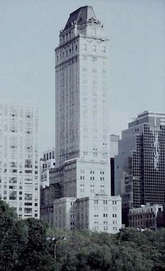 Top Ten New York Hotels-5.Hotel Pierre_architect Schulze & Weaver_795 Fifth Ave_Art Deco_1928_ construction_44-storey neo-Renaissance tower is set back from Fifth Avenue and topped with an octagonal copper roof at the height of 160 m. The duplex penthouse houses an octagonal ballroom of a capacity of nearly 300, with all-around views and open-air terraces in the corners, although the space is no longer in its original use.  type Hotel  At first sight, the Hotel Pierre gives the impression…