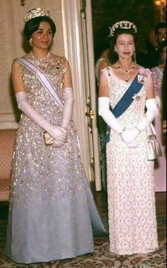 Empress Farah and Queen Elizabeh - My my, QE2 looks very slim in this photo!