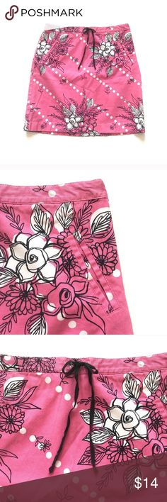 "Loft Floral Pink Skirt Loft Floral Pink Skirt  Has front pockets, drawstring at waist, and is a textured cotton/spandex blend.  Size 4. Approx measurements lying flat: 14.5"" waist, 17.85"" length.  Very good condition.  No trades. Reasonable offers welcome LOFT Skirts"