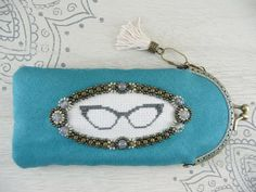 Turquoise eyeglass case with metal frame - Cross stitch and beads embroidery - Vintage style - Blue green fabric case