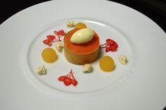 Foie gras des Landes confit en gelée de coing, mousse de céleri-rave et brioche parisienne.