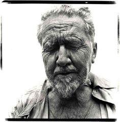 Ezra Pound por Richard Avedon En Abril de 1972 mi padre pidió un excedencia. Faltaban apenas cinco meses para que yo naciera y, sin embargo, decidió viajar a Italia para buscar a un poeta al que ll…