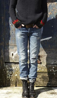 25 stylish winter outfits with boyfriend jeans and sweaters Coole 25 stylische Winteroutfits mit Boyfriend Jeans und Pullovern Stylish Winter Outfits, Fall Winter Outfits, Casual Outfits, Winter Boots, Casual Shoes, Stylish Clothes, Casual Jeans, Spring Outfits, Edwin Jeans