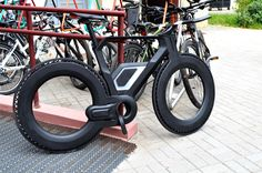 "The ""E-bike 2025 concept"" is the diploma work (Belarusian State Academy of Arts). This work represents an urban electric bike. The body frame made by carbon fiber. Electric bike equipped with an electric motor that located inside rear wheel frame. Velo Design, Bicycle Design, Electric Mountain Bike, Electric Bicycle, Road Bikes, Cycling Bikes, Dh Velo, Velo Vintage, Push Bikes"