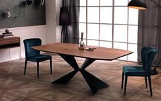 Troy è un fantastico e robusto #tavolo dallo stile moderno e originale. Realizzato in legno MDF impiallacciato rovere completo di un basamento dalla forma unica e originale realizzato in metallo. By Viadurini Collezione Living. [www.viadurini.it]