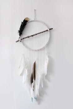 DIY Dream Catchers! Different, I like it!!!! En ajoutant un tissage dedans ça peut être sympa