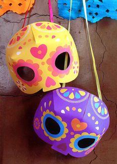 O Día de los Muertos, comemorado no México no nosso feriado de finados, dia 2 de novembro, não cai no Halloween, mas vale usar algumas ideias da decoração. Estas máscaras, por exemplo, você pode imprimir e recortar aqui.