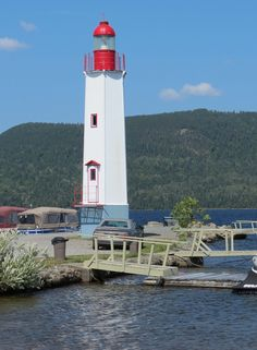 The high Cabano Lighthouse stands at the marina in Temiscouata-sur-le-Lac. It was built in 1999 and is privately owned by the town. It is an active lighthouse. Lighthouse Pictures, Safe Harbor, Canada, Beautiful Places, Beautiful Lights, East Side, Windmill, Cool Photos, Nautical
