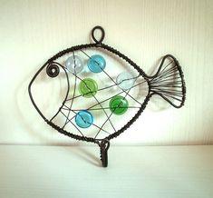 Háček - rybička se skleněnými knoflíky