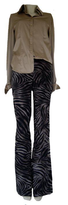Stoere jaren 70 look. Een trend van deze zomer. Broek Cambio, maat 30. Blouse Qui Set, maat S. Tweedehands Klassekleding : kleding waar vrouwen van houden .