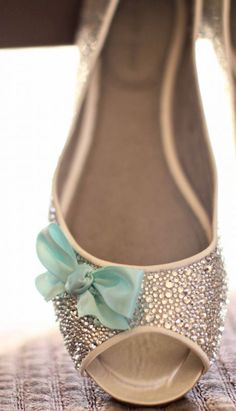 She made these. .. Someone help bc I love them!   Found on Weddingbee.com Share your inspiration today!