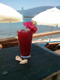 'Şimdi sahilde uzanıp, buz gibi bir bardak meyveli limonata içsem' diyenler kimler?