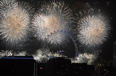 #127: Assister au feu d'artifice du nouvel an tiré depuis le London Eye Mille, London Eye, Nouvel An, Concert, London, Fireworks, Things To Make, Travel, Concerts