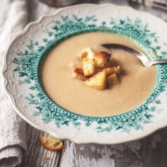 Potage aux oignons caramélisés & croûtons à l'ail  - Recette | Trois fois par jour