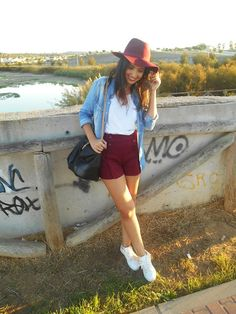 burgundy, white, jeans, sneakers, shirt, shorts, bag, stradivarius, hat, look, outfit, fashion, style, street, autumn