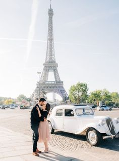 Check out gorgeous Paris couples photography from Picture Me Paris. Celebrating engagements, anniversaries and more for couples visiting Paris.