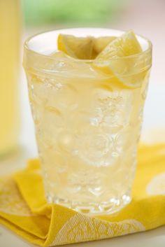 Vanilla Lemonade - Cool down with this refreshing vanilla-infused take on classic lemonade! | foxeslovelemons.com