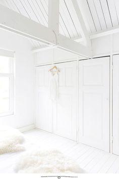 Interior And Exterior, Interior Design, Interior Door, Interior Ideas, Attic Renovation, Dark Interiors, Living Styles, Closet Bedroom, White Bedroom