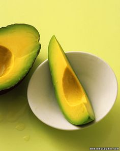 Avocados are available in the supermarket year-round. We've gathered 37 avocado recipes from Martha Stewart including guacamole Cobb salad egg whites with avocado. Avocado Recipes, Healthy Recipes, Yummy Recipes, Dessert Recipes, Detox Soup, In Season Produce, Good Fats, Beauty Recipe, Smoothie Recipes