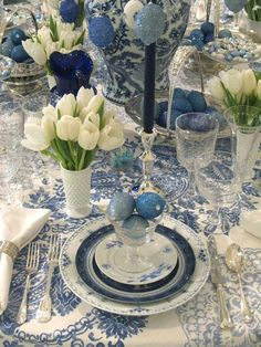 Blue and white Easter table decor - so pretty!