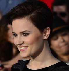 5 Writing Lessons from Veronica Roth. These are actually some very good points, especially the first one.