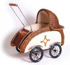 A wonderful trolley dolls in a very nice retro style. Children are all day walking their favorite dolls around the house and down the street. Vintage Stroller, Vintage Pram, Vintage Dolls, Antique Dolls, Pram Stroller, Baby Strollers, Prams And Pushchairs, Baby Buggy, Dolls Prams