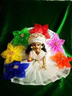Radha Krishna Wallpaper, Lord Krishna Images, Radha Krishna Pictures, Cute Krishna, Radha Krishna Love, Krishna Radha, Bead Crafts, Diy And Crafts, Krishna Bhagwan
