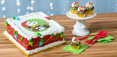 Adorable Cake Decor For Christmas