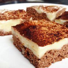 Naprosto luxusní fitness kakaový koláč sprošíváním zvanilkového pudinku a zakysanou smetanou. Korpus je díky použití kokosové mouky úžasně vláčný a vkombinaci spudinkem a zakysankou tvoří prostě nebe vhubě – a to i vtak zdravé bezvýčitkové verzi. Autor: Barbora Čapková (IG:@barunac) Pokud už se Vám sbíhají sliny, tak si připravte:  Pudinkové prošívání: 200ml mléka (já [...] Healthy Cake, Healthy Sweets, Healthy Food, Low Carb Recipes, Healthy Recipes, Sweet And Salty, Clean Eating, Food And Drink, Snacks