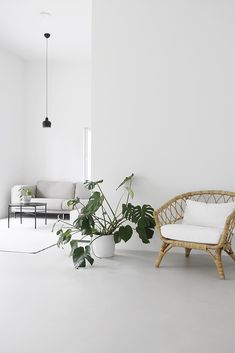 Either if you prefer minimalist, vintage or romantic style, white is always a good choice to your home interior décor! Here you have the perfect white inspiration to give a special summer touch to your home interior design. Minimalist Home Decor, Minimalist Living, Modern Living, Scandinavian Modern, Modern Interior, Home Interior Design, Interior Ideas, Home Living Room, Living Room Decor