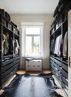 Need more closet space? Consider making sure your new home or remodel includes a walk in closet. A walk-in closet can hold all your clothing and shoes neat and tidy within a large room to walk around. Closet Bedroom, Closet Space, Walk In Closet, Home Bedroom, Custom Closet Design, Closet Designs, Interior Design Living Room, New Homes, Organization