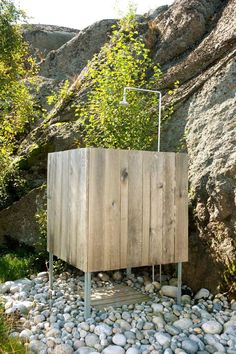 18 Outdoor Showers That Will Convince You to Upgrade Your Backyard This Summer Outdoor Baths, Outdoor Bathrooms, Outdoor Showers, Sauna Design, Lakeside Living, Outdoor Living, Summer Cabins, Garden Shower, Diy Shower
