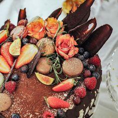 Mehevä taatelikakku - Piparkakkutalon Akka Acai Bowl, Charlotte Russe, Birthday Cake, Cheese, Breakfast, Desserts, Food, Instagram, Acai Berry Bowl