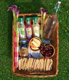 go on a picnic date