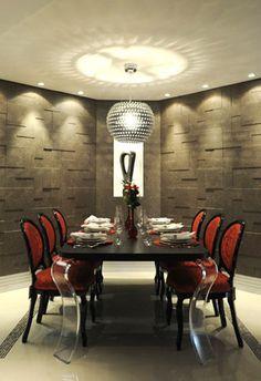 Há uma tendência nos projetos de iluminação de que quando a mesa é muito comprida deve-se colocar focos de dicroicas nas pontas ou ao long...