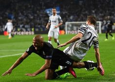 Porto's Algerian midfielder Yacine Brahimi (L) vies with Juventus' Swiss defender Stephan Lichtsteiner during the UEFA Champions League round of 16 second leg football match FC Porto vs Juventus at the Dragao stadium in Porto on February 22, 2017. / AFP / FRANCISCO LEONG