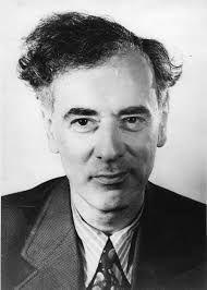İşte size Lev LANDAU      (1908-1968) Rus fizikçi.Yoğun hallerin kuantum mekaniği hakkında çalıştı. Süper akışkanlığı öngördü 1962'de Nobel ödülü aldı.Lifschitz ile,klasik olan fizik kitapları serisi oluşturdu.
