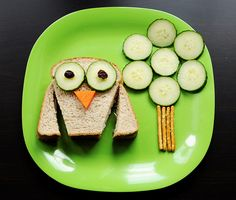 Moms with little kids... I used to do this stuff all the time... i'd make a butterfly out of their sandwiches, flowers out of fruit... so fun!