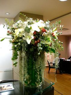 Love what looks like Spanish Moss. Again, love the size and wildness of this arrangement Large Flower Arrangements, Large Flowers, Spanish Moss, Glass Vase, Table Decorations, Party, Home Decor, Decoration Home, Tall Floral Arrangements