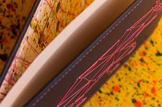 Interior de las tapas pintado a mano