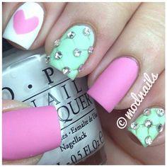 Después de hacerte un manicure, tus uñas lucirán sensacionales y además tus manos estarán más relajadas para seguir el día. ¡Los esperamos!