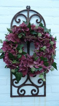 ~Krans van Hortensia~ (photo only...but there is ivy, hydrangea, vine and a lacy filler)